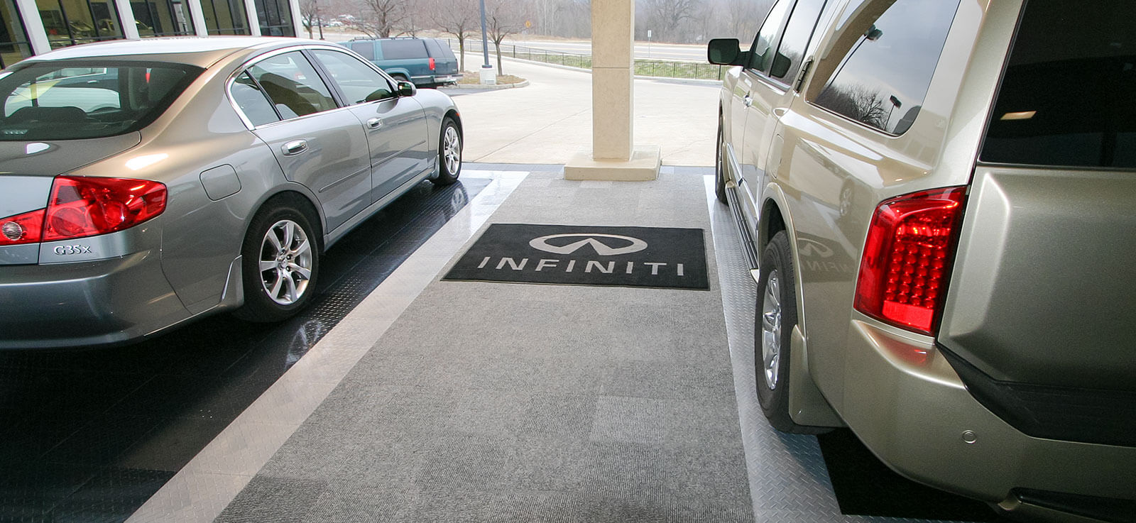 Infinity delivery bays with Snap-Carpet