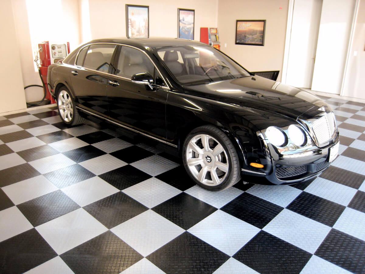 A Bentley on RaceDeck XL
