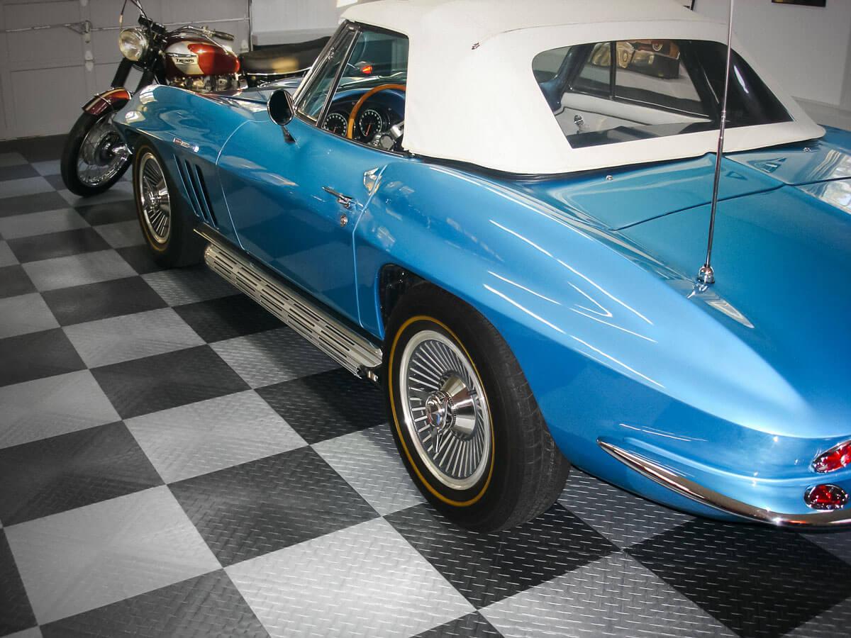 Corvette and Triumph Bonnavlie on RaceDeck XL