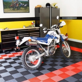 Yamaha XT dirt bike on black and red Free-Flow