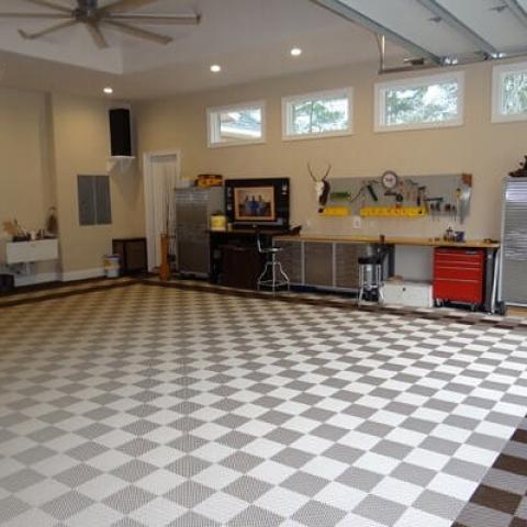 Home garage with Free-Flow XL flooring.