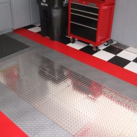 A garage with RaceDeck Pro under car accent