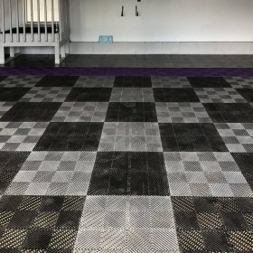 Checkered Free-Flow garage in black and alloy colors.