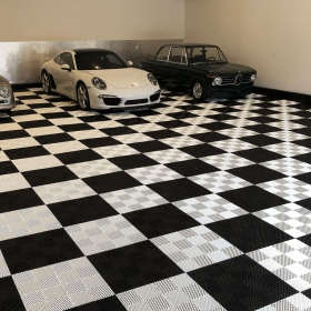 Black and white checkered Free-Flow XL flooring