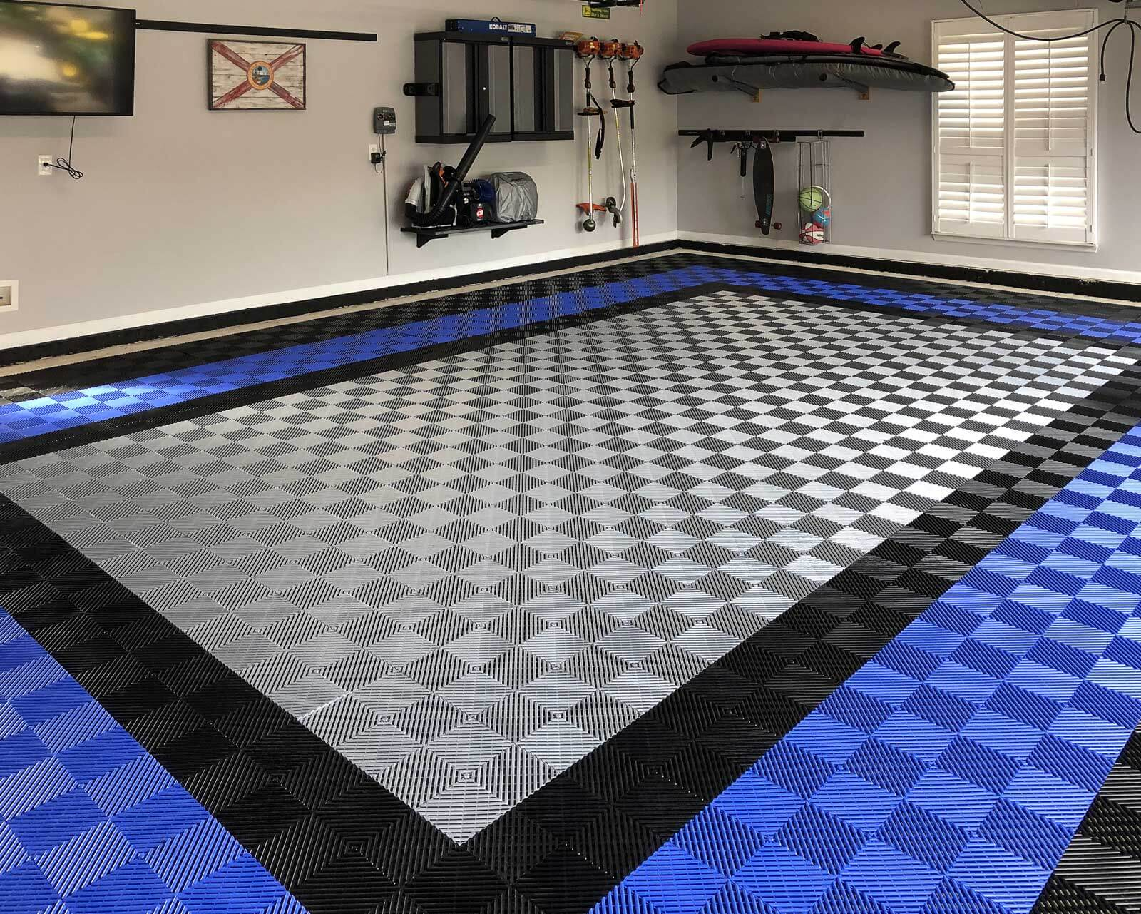 Garage floor tiles in Free-Flow black, royal blue and alloy