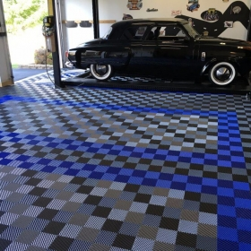 Free-Flow graphite, royal blue and alloy garage with car lift