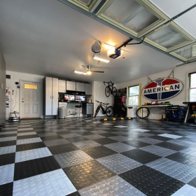 CircleTrac garage with black, graphite, and alloy colors