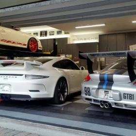 Four-Porsche garage with RaceDeck Diamond