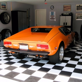 Detomaso Pantera in a checkered RaceDeck Diamond garage