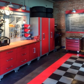 A home shop with RaceDeck Diamond™