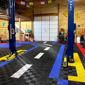 Multicolor Free-Flow road design in garage with lift