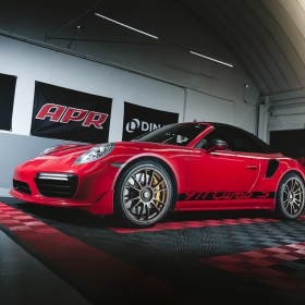 Porsche 911 Turbo S in shop with Free-Flow flooring and edges