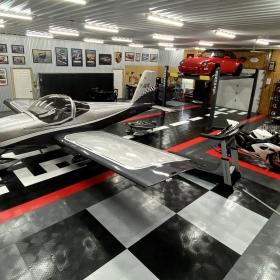 RaceDeck Diamond garage/airplane hangar in custom design