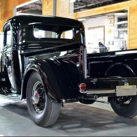 Vintage car in an Alloy RaceDeck Diamond garage