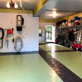 RaceDeck Diamond garage in kiwi and black