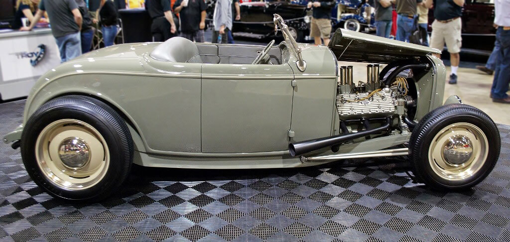 1932 Ford Ritzow at show