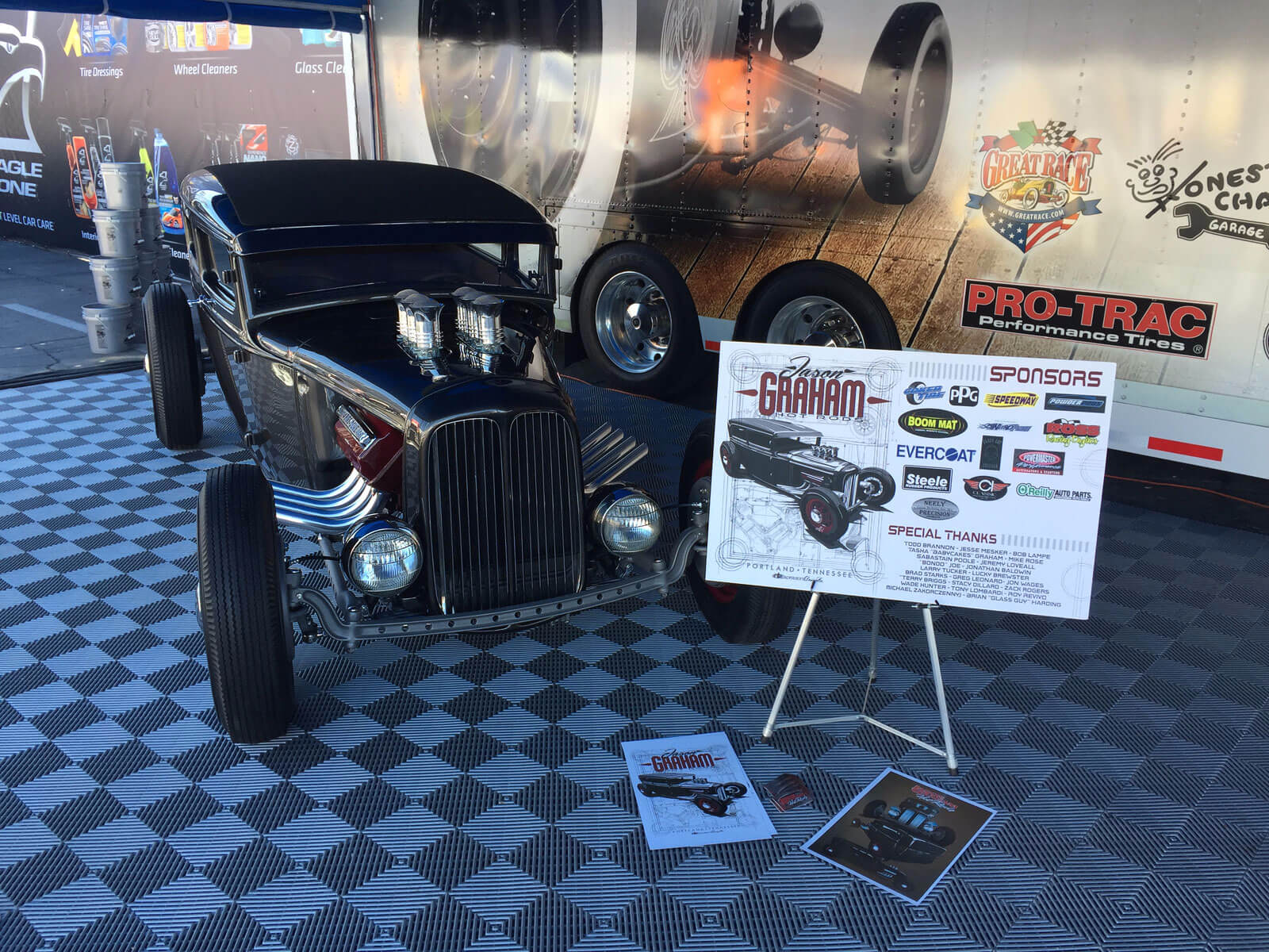 Hot rod display with Free-Flow tiles