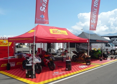 Motorcycle racing display with Free-Flow