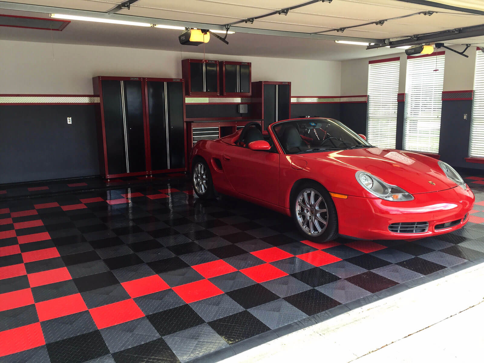 RaceDeck Diamond alloy, black, and red garage with Porsche