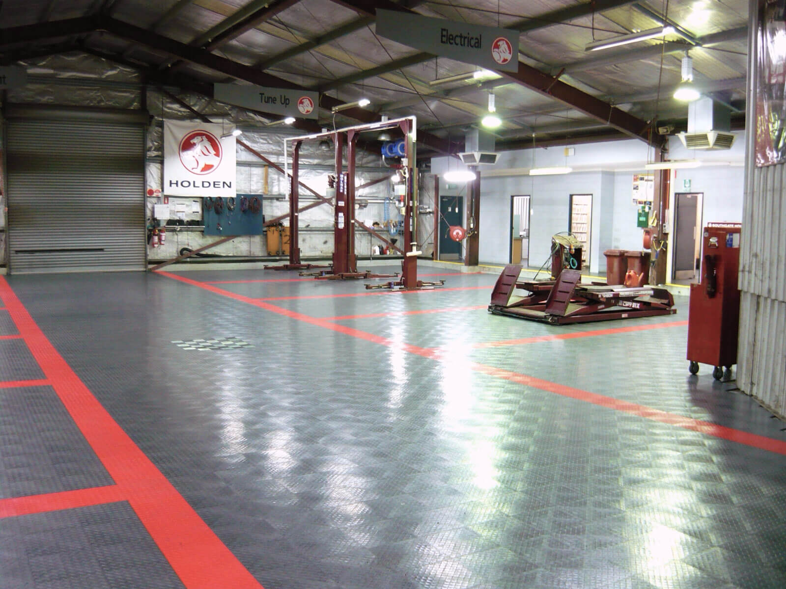 Commercial garage using RaceDeck Diamond and Free-Flow flooring