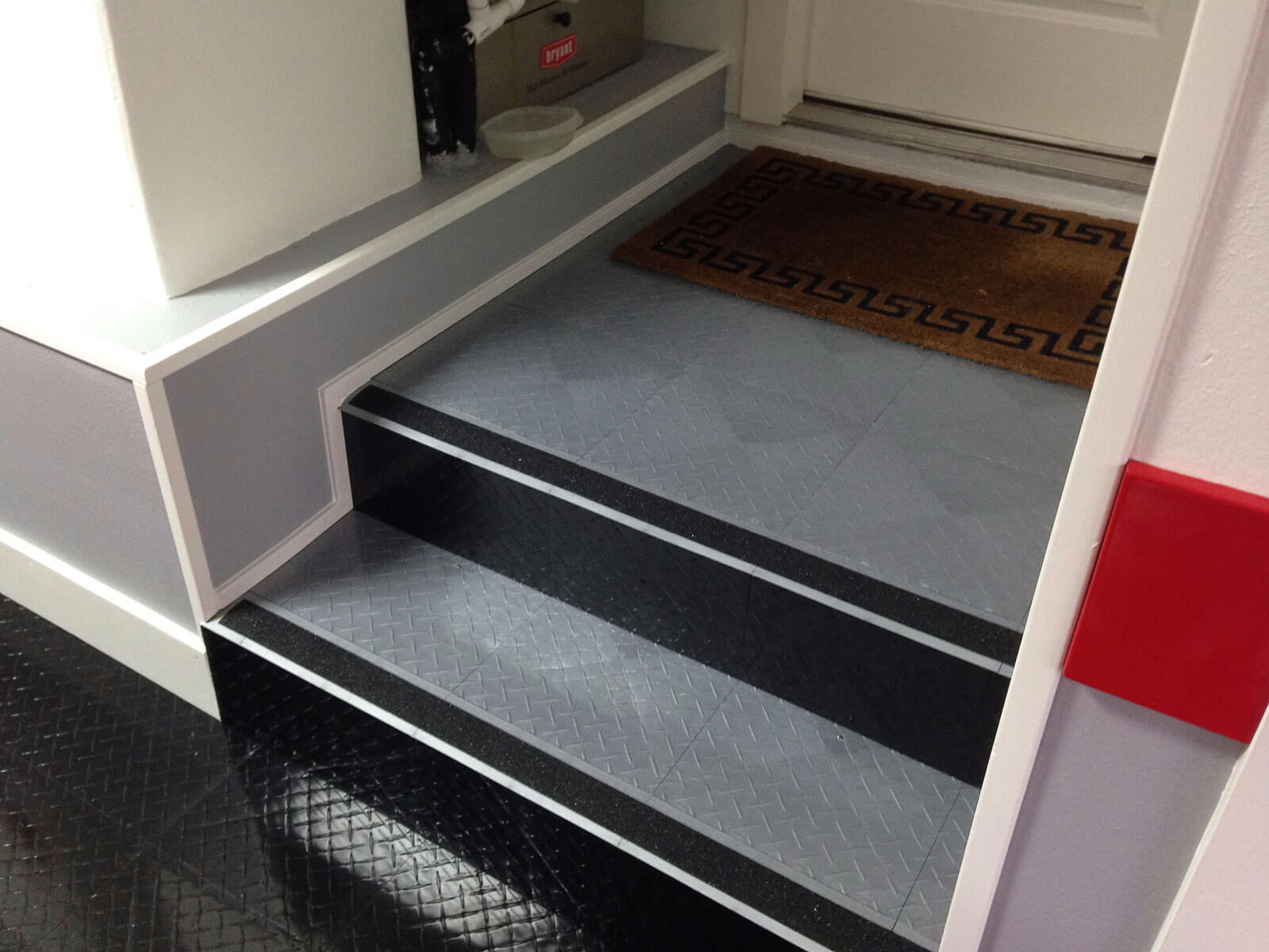 RaceDeck Diamond with TuffShield on the stairs transitions from the house to the garage.