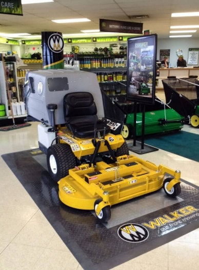 Single mower display with RaceDeck Diamond alloy and graphite with edging