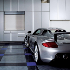 A garage with a Carrera GT and RaceDeck Diamond with TuffShield® gloss coating