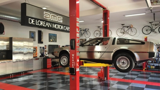DeLorean garage with lift