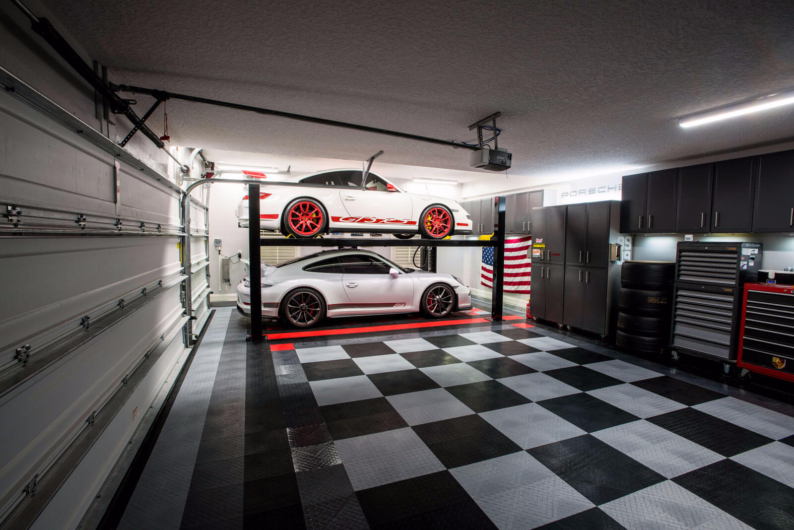 Garage with checkered Diamond
