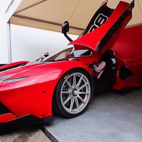 Ferrari display on RaceDeck Diamond alloy