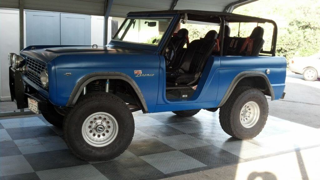Ford Bronco in a garage with RaceDeck Diamond alloy and graphite flooring.