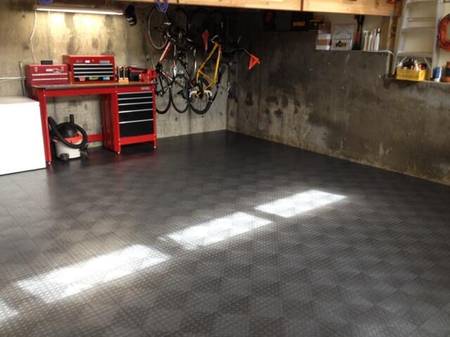 Garage with classic graphite CircleTrac flooring.
