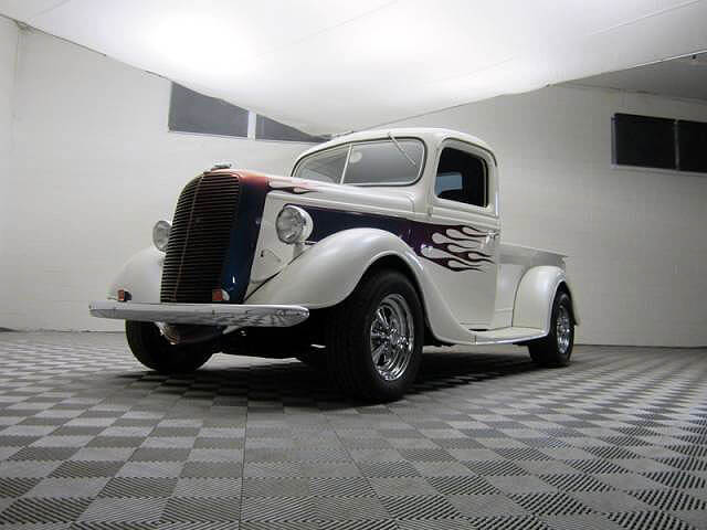 Vintage Truck on alloy Free-Flow floor.