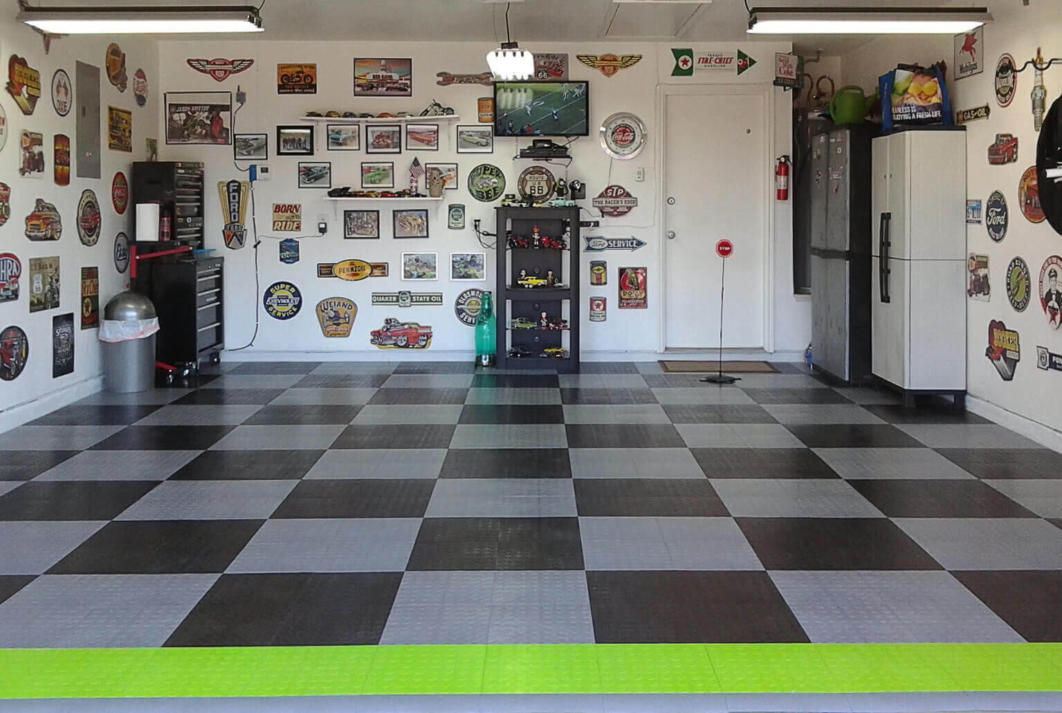 CircleTrac flooring in black and alloy with a hint of lime.