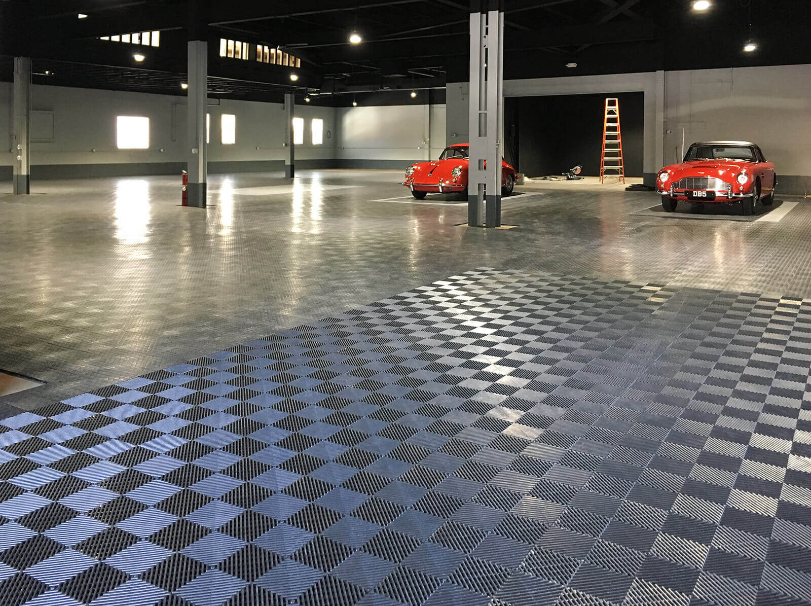 Warehouse with RaceDeck Diamond and self-draining Free-Flow flooring.