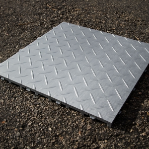 The new RaceDeck Diamond Metallic tile