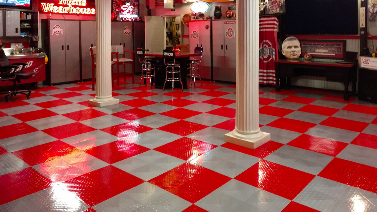 Red and alloy checkered Diamond TuffShield® garage