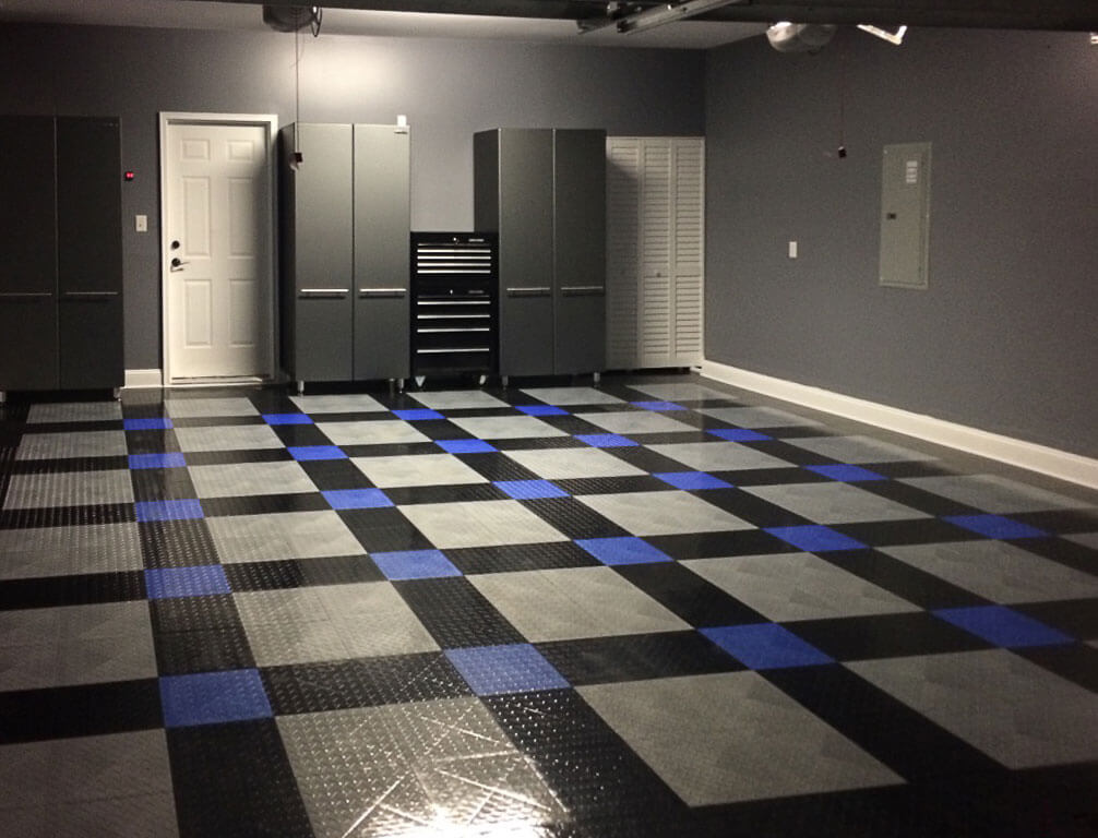 Home garage decked out in Diamond Tuffshield® alloy, black and royal blue floor tiles