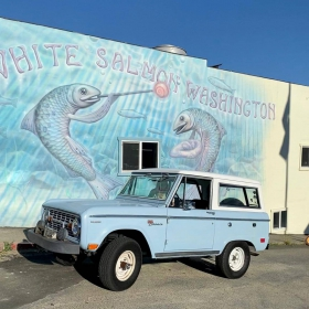 A ford Bronco parked in front of the White Salmon Washington mural.