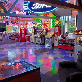 Another view of the garage and the pinball machine