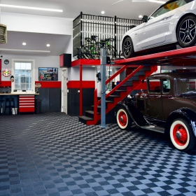 Multi-car garage with lift, floored with graphite Free-Flow